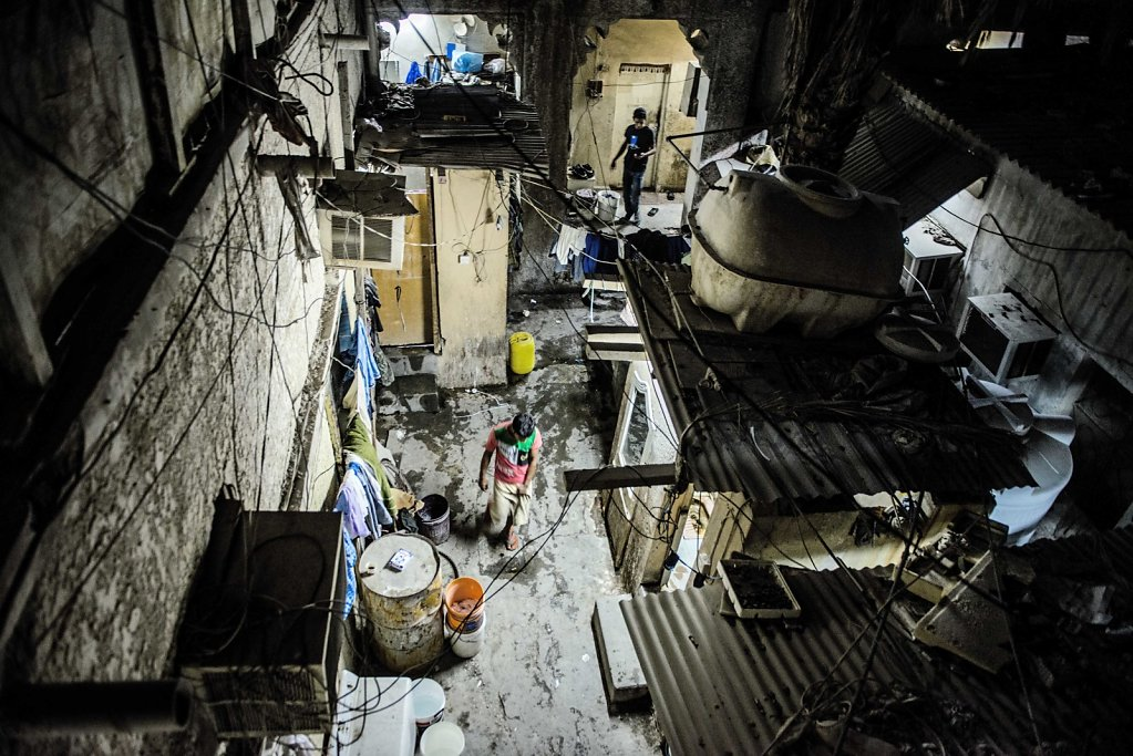 """We can only stay here for 2 more years. Then it will also be torn down."" In this townhouse lives about 40 men. It's located in an area with many old dilapidated buildings, all of which are rented out to migrant workers. In about two years, they may also"