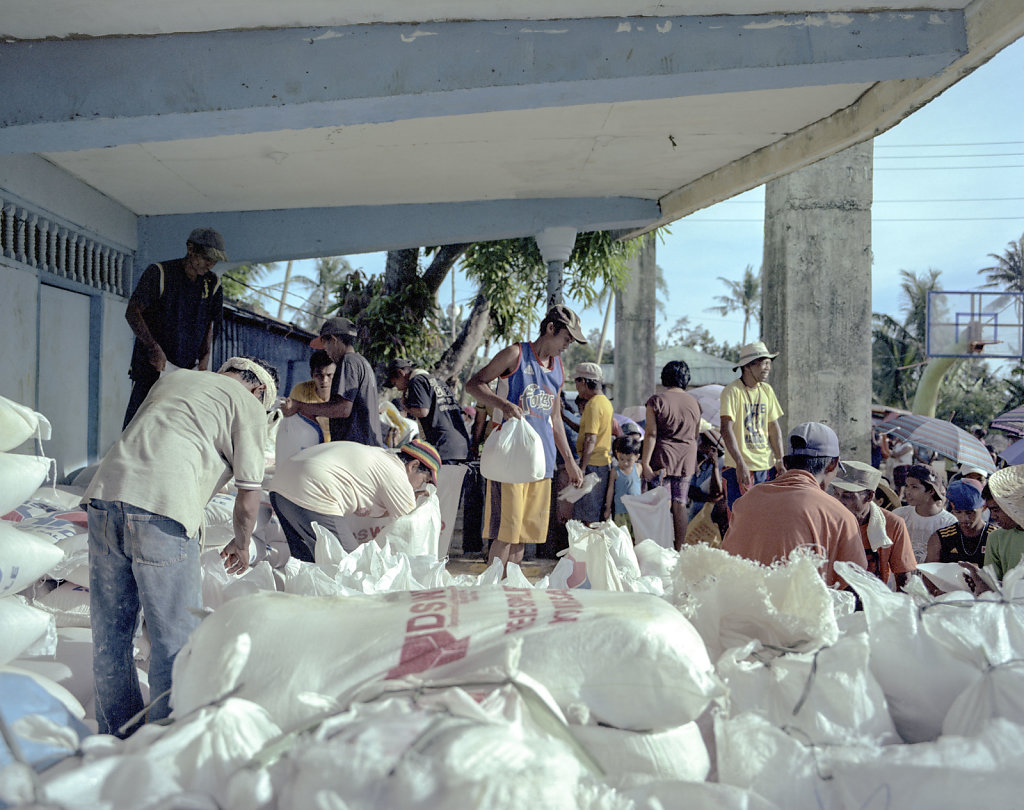Department of social welfare handing out rise, Southern tip of the island Samar